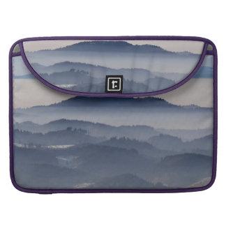 Mer des montagnes brumeuses housse MacBook pro