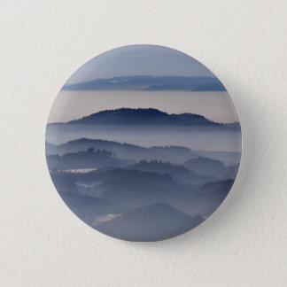 Mer des montagnes brumeuses pin's