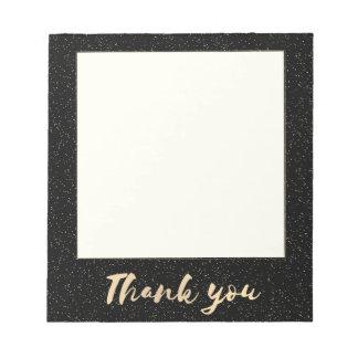 Merci de calligraphie d'or avec des points sur le bloc-note