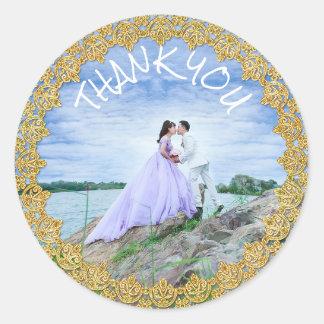 Merci épousant la photo de jeunes mariés sticker rond