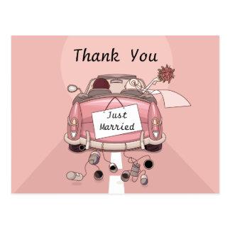 Merci juste marié épousant la carte postale