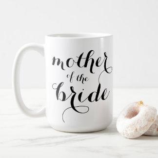 Mère de la tasse de jeune mariée