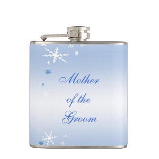 Mère de mariage d'hiver du marié flasques