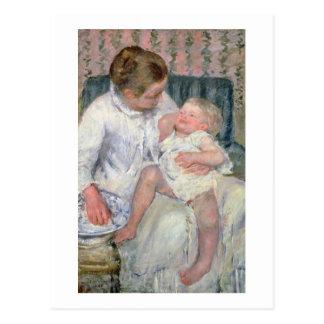 Mère environ pour laver son enfant somnolent, 1880 carte postale