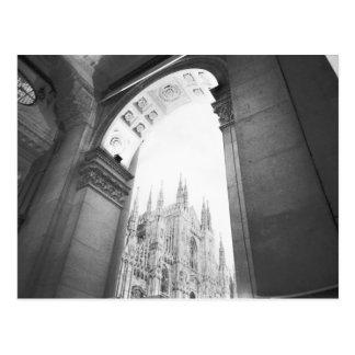 Milan Italie, vue de puits du Duomo Carte Postale