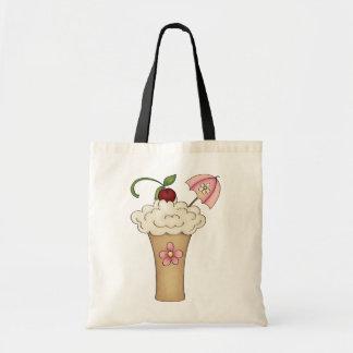 Milkshake avec un sac fourre-tout à parapluie