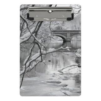 Mini Porte-bloc Pont de voûte au-dessus de rivière congelée en