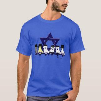 Minous cachers dans un T-shirt de base de rangée