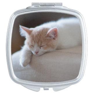 Miroir Compact Chaton beige et blanc fatigué
