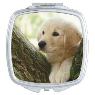 Miroir Compact Chiot de Labrador se reposant dans un arrangement