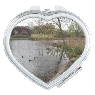 Miroir de contrat de coeur de paysage miroir de poche