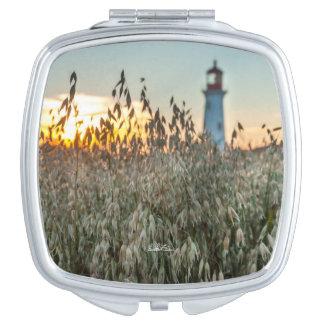 Miroir De Maquillage Miroir photo d'un phare dans un champs