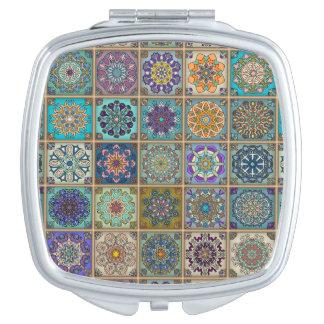 Miroirs De Poche Patchwork vintage avec les éléments floraux de