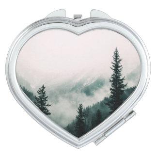 Miroirs De Voyage Au-dessus des montagnes et de la cuvette les bois