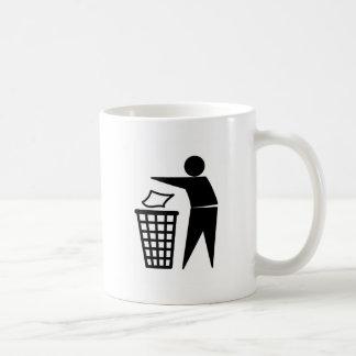 Mis lui dans la poubelle mug