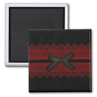 Mode rouge noire gothique sophistiquée de dentelle aimant
