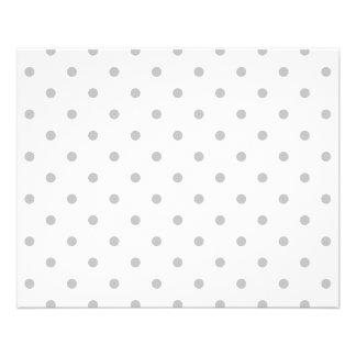 Modèle de point gris-clair et blanc de polka prospectus 11,4 cm x 14,2 cm