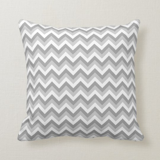 mod le de zigzag gris et blanc coussins carr s zazzle. Black Bedroom Furniture Sets. Home Design Ideas