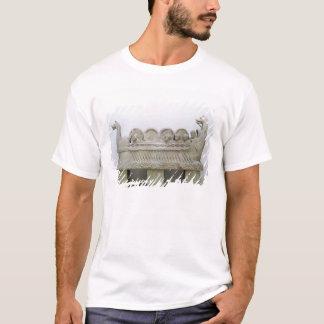 Modèle d'un bateau transportant le vin sur t-shirt