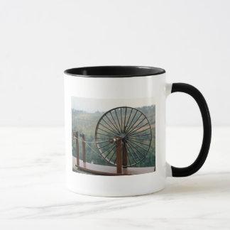 Modèle d'une machine à filer mug