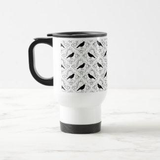 Modèle élégant noir et blanc de corneille mug de voyage