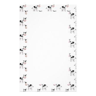 Modèle noir et blanc de vache papier à lettre customisé