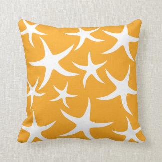 Modèle orange et blanc ensoleillé d'étoiles de mer oreiller