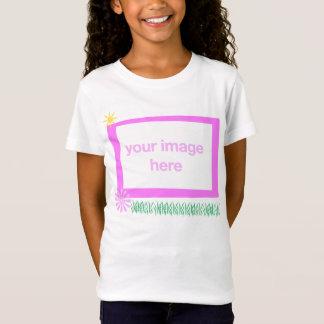 Modèle photo du T-shirt de l'enfant