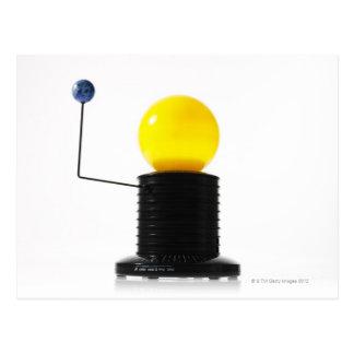 Modèle tournant du soleil de la terre sur carte postale
