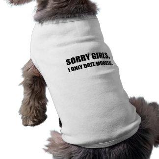 Modèles désolés de date de filles t-shirt pour chien