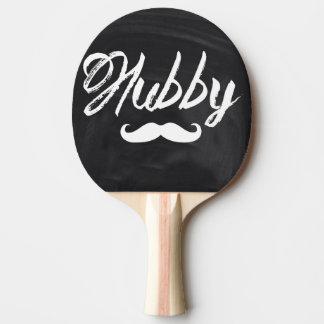 moderne épousez nouvellement le mari de moustache raquette tennis de table