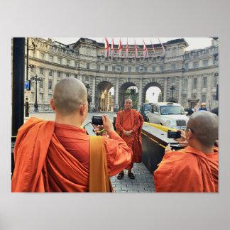 Moines bouddhistes en affiche de Londres Poster