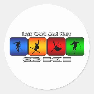 Moins de travail et plus de ski sticker rond