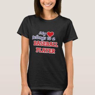 Mon coeur appartient à un joueur de baseball t-shirt