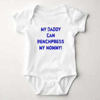 Mon papa peut banc à presse mon T-shirt de maman