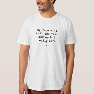 Mon visage montre combien je m'inquiète le T-shirt
