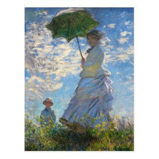 Monet la femme de promenade avec une carte postale