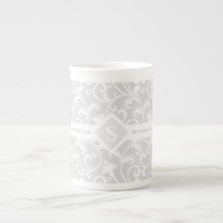 Monogramme argenté élégant de remous de damassé mug