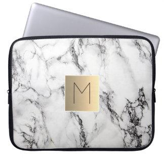 monogramme d'or sur le marbre protection pour ordinateur portable