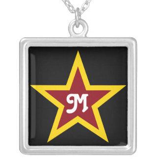 Monogramme fait sur commande simple d'étoile rouge collier