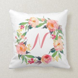 Monogramme floral de guirlande d'aquarelle chic oreiller
