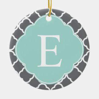 Monogramme gris de Quatrefoil de menthe de gris Ornement Rond En Céramique