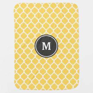 Monogramme jaune de Quatrefoil Couvertures De Bébé