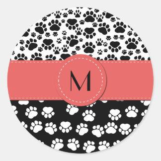 Monogramme - pattes de chien, empreintes de pattes sticker rond
