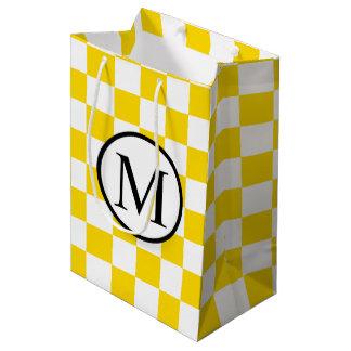Monogramme simple avec le damier jaune sac cadeau moyen