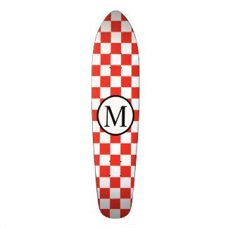 Monogramme simple avec le damier rouge plateau de skate