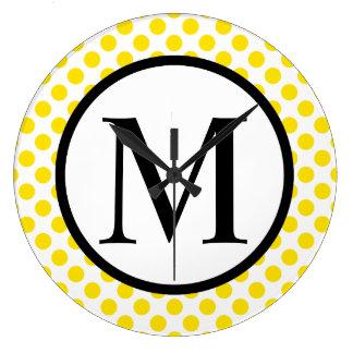 Monogramme simple avec le pois jaune grande horloge ronde