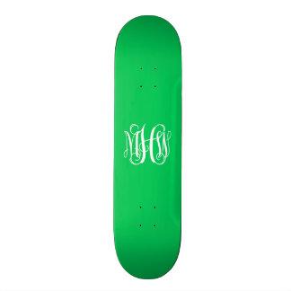 Monogramme vert de manuscrit de vigne d'initiales skateboards cutomisables
