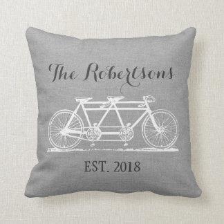 Monogramme vintage gris rustique de mariage de oreiller