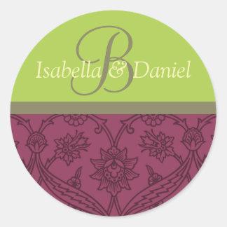 Monogrammes de vin de jeunes mariés pour des sticker rond